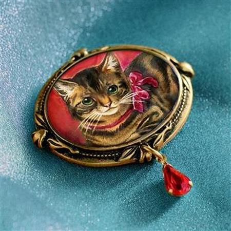 Kitty Brooch
